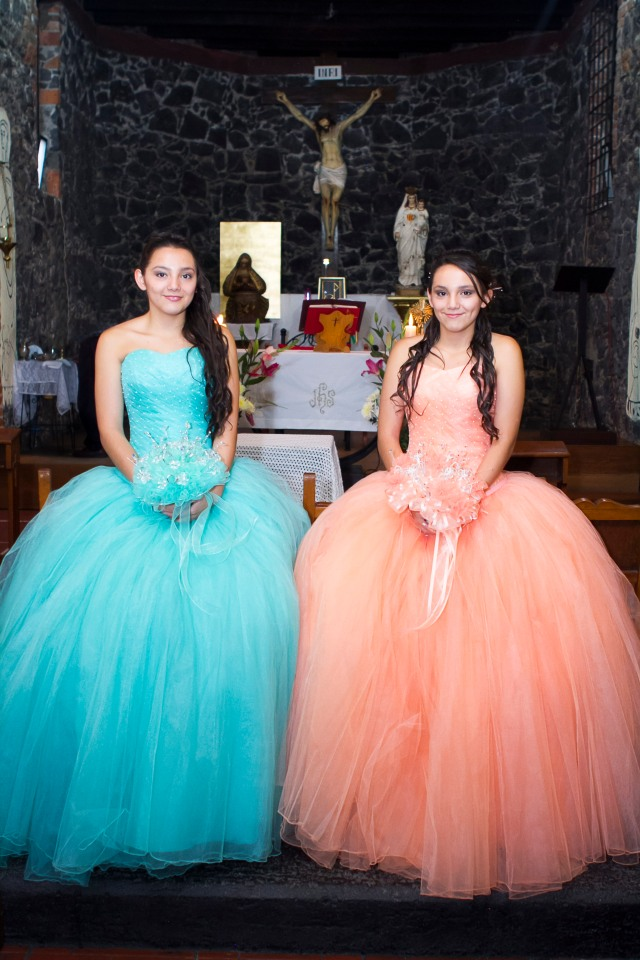 Nathaly y Gyselle XV-10004