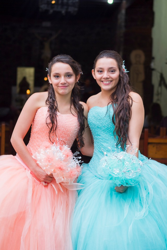 Nathaly y Gyselle XV-10006